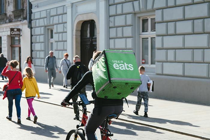 Com desemprego, crescem as buscas por trabalho em aplicativos de delivery